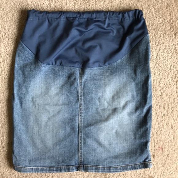 Old Navy Maternity Dresses & Skirts - Old Navy Maternity Denim skirt 🤰🏽🌺